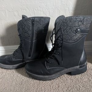 Unique Black boot with awesome top design